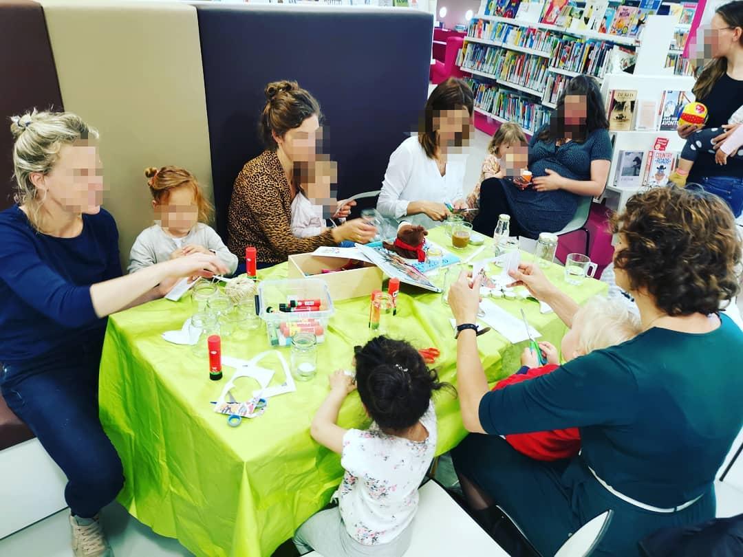 Gelukkige Vaderdag🎉! Vandaag zullen de vaders de cadeaus ontvangen die de kinderen en moeders voor hen hebben gemaakt woensdag bij Mama Lokaal. Het was een zeer productieve en leuke activiteit, om nog maar te zwijgen van het feit dat de geschenken duurzaam waren, gemaakt van gerecycleerde materialen. #SpeelotheekDeBilt #speelotheekdebilt.nl #SPEELOTHEEK #TOYLIBRARY #TOYS #SPEELETJES #SUSTAINABLE #CIRCULARECONOMY #MAMALOKAAL#DEBILT#Bilthoven #thenetherlands #duurzaam #vaderdag #fathersdaygifts